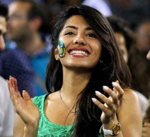 Proszę - okazało się, że w Europie na mecze Iranu chodzą też kobiety. I to niebrzydkie... (fot. fivb.org)